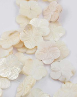 Mother of pearl flower 30mm white