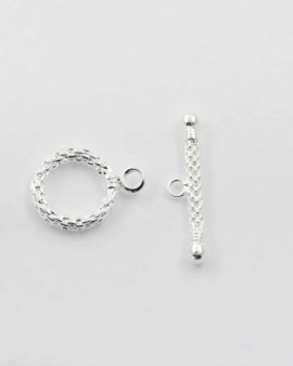 Toggle clasp shiny silver textured surface, ring 15mm, bar 18mm. Sold per pack of 20