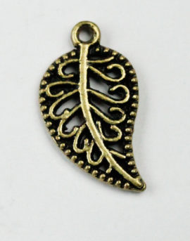 Curved leaf charm - Sold in packs of 20 pieces
