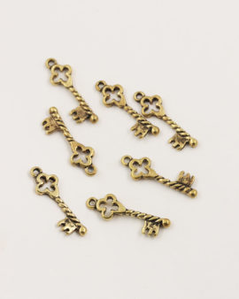 gothique key charm antique gold