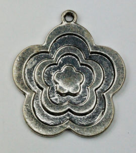 Flat Flower relief pendant - Sold per pack of 4