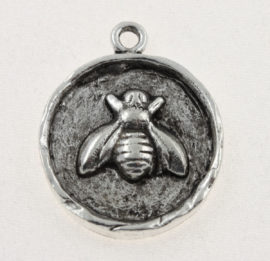 Charm, pewter round bee sterling silver plated, 24.6 x 20.3 mm. Sold individually