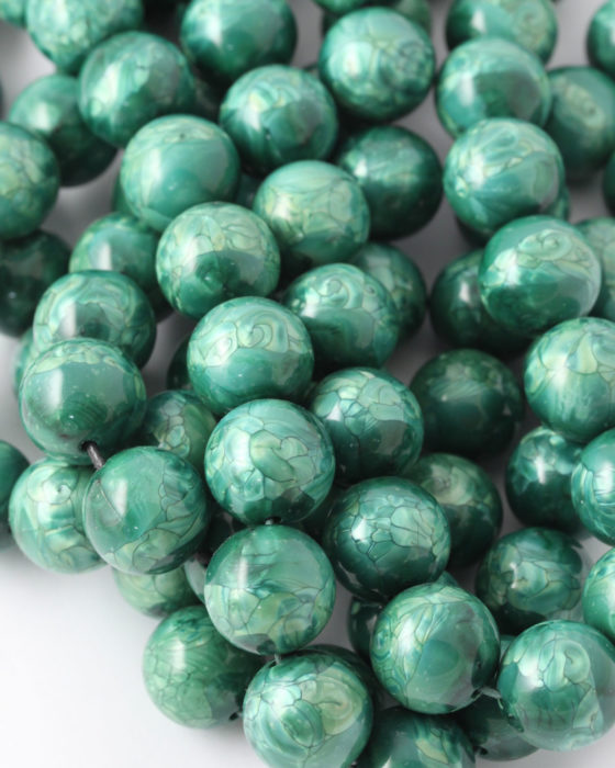 Round resin beads 16mm Green