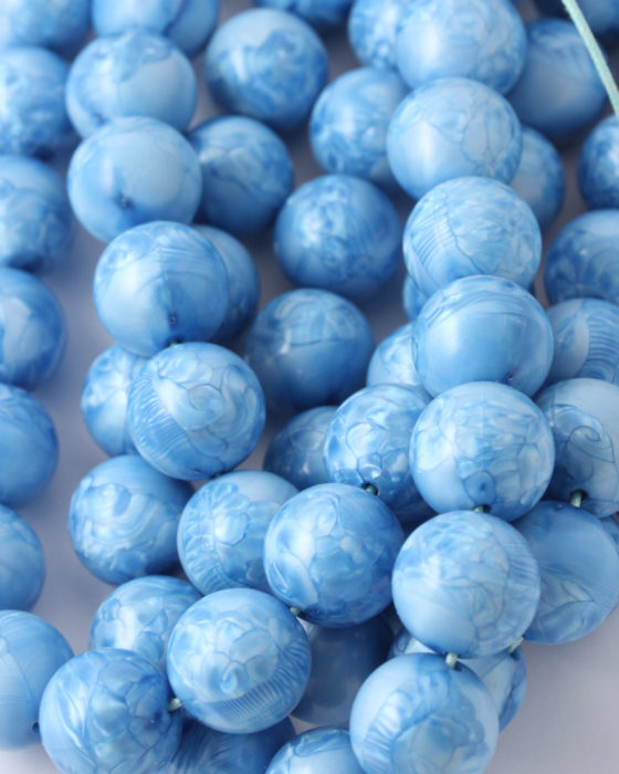 Round resin beads 16mm Blue