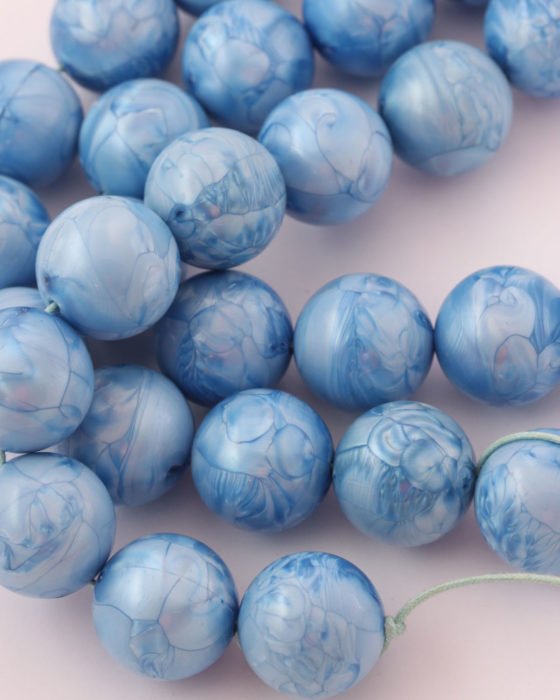 Round resin beads 20mm Blue