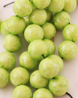 Round resin beads 20mm lime