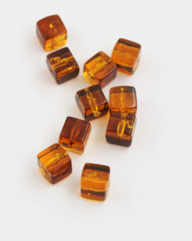 Resin Cube 10x10mm Amber
