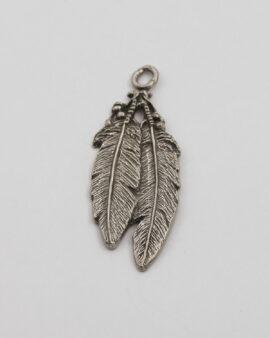 Double feathers pendant