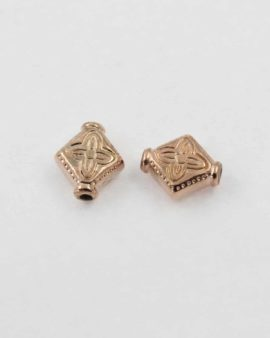 Flat diamond bead, 11x9mm. Sold per pack of 20