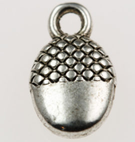 Acorn charm - Sold in packs of 20 pieces