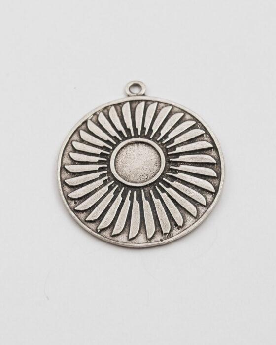 Feather medallion